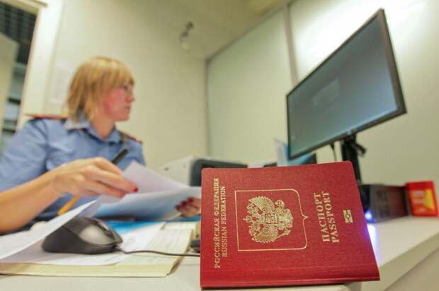 У подозреваемых по уголовным делам могут начать забирать загранпаспорта