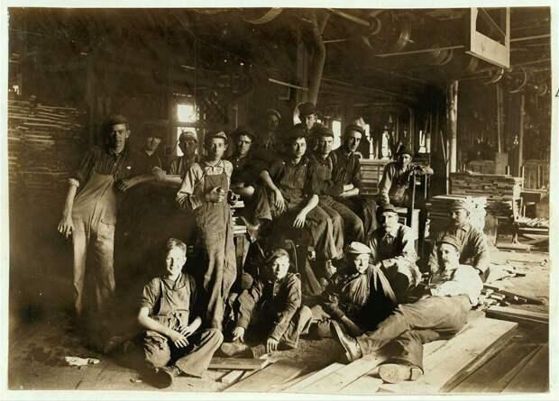 7. Обеденный перерыв на мебельной фабрике, Индиана. 1908 год. америка, дети, детский труд, история