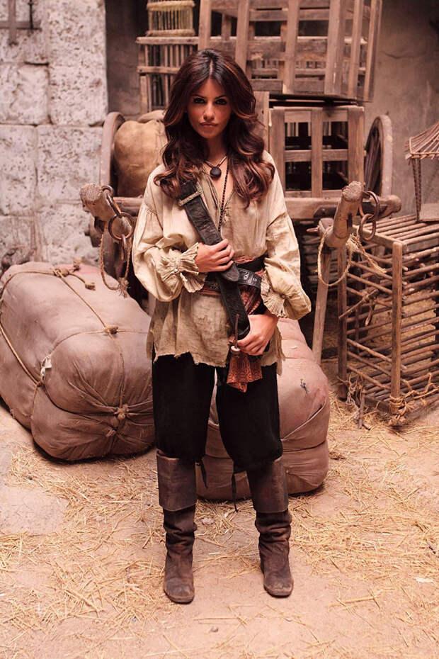 Моника Крус (Monica Cruz) на съемках фильма «Пираты Карибского моря: На странных берегах» (Pirates of the Caribbean: On Stranger Tides) (2011), фото 7