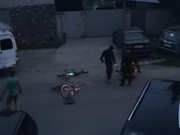 В Твери омоновцы сломали челюсть велосипедисту, попросившему у них насос, и обвинили его в нападении