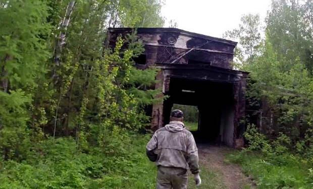 Кладоискатели набрались смелости и пробрались в секретное бомбохранилище