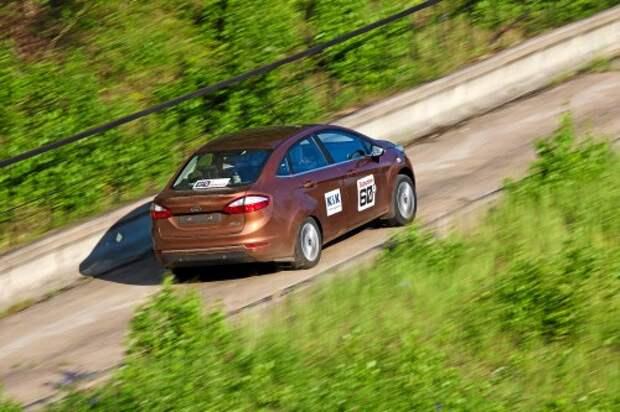 Fiesta с ее противооткатной системой удобна для заезда на подъем – с задачей справится даже ученик автошколы.
