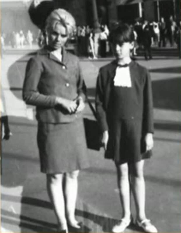 Актриса в детстве с мамой Галиной Ивановной