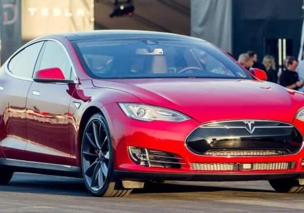 Электролифтбек Tesla Model S получил полный привод и автопилот