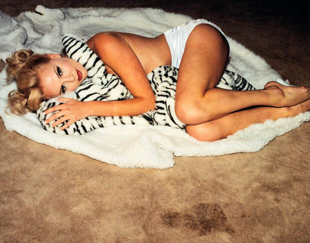 Шарлиз Терон (Charlize Theron) в фотосессии Регги Касагранде (Reggie Casagrande) (1996), фото 8