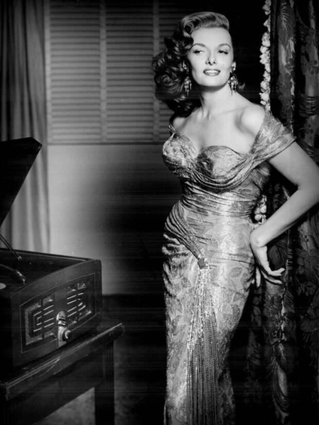 Джейн Расселл в фильме «Восстание Мэми Стоувер» (1956)