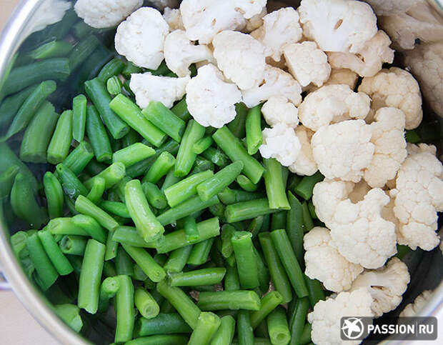 Теплый салат с фасолью и цветной капустой