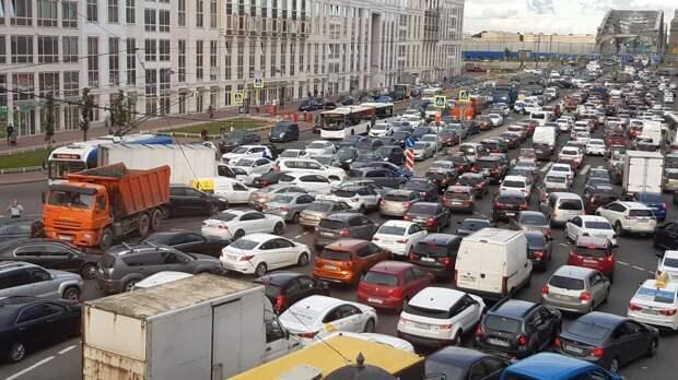 Стерлигов назвал быдлом вежливых водителей, отказывающихся уступать обочечникам