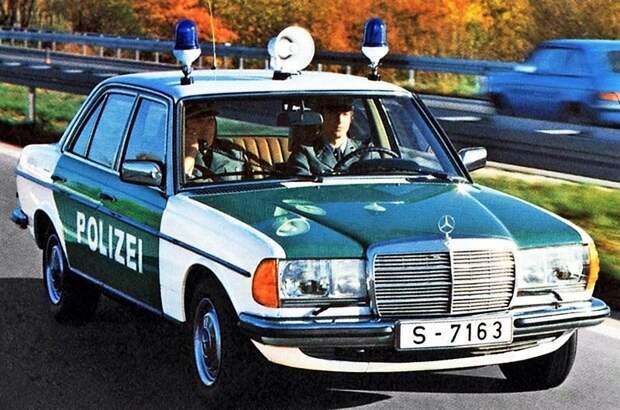 Красавчик 123-й немецких 'полицаев'. Служба одна, но машины разных цветов… СССР, авто, автоистория, гибдд, ливрея, полицейский автомобилиь, полиция