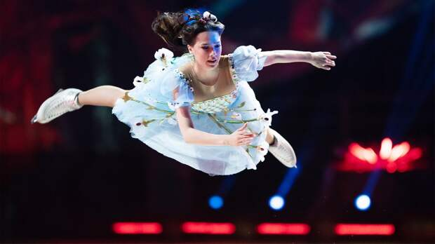 «Алина, тыкоролева!» Загитова дебютировала вшоу Навки ипроявила себя вновом качестве