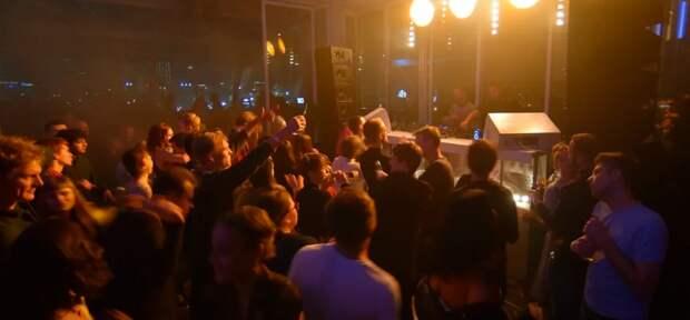 Собянин закрыл ночные клубы и рестораны на 2 месяца