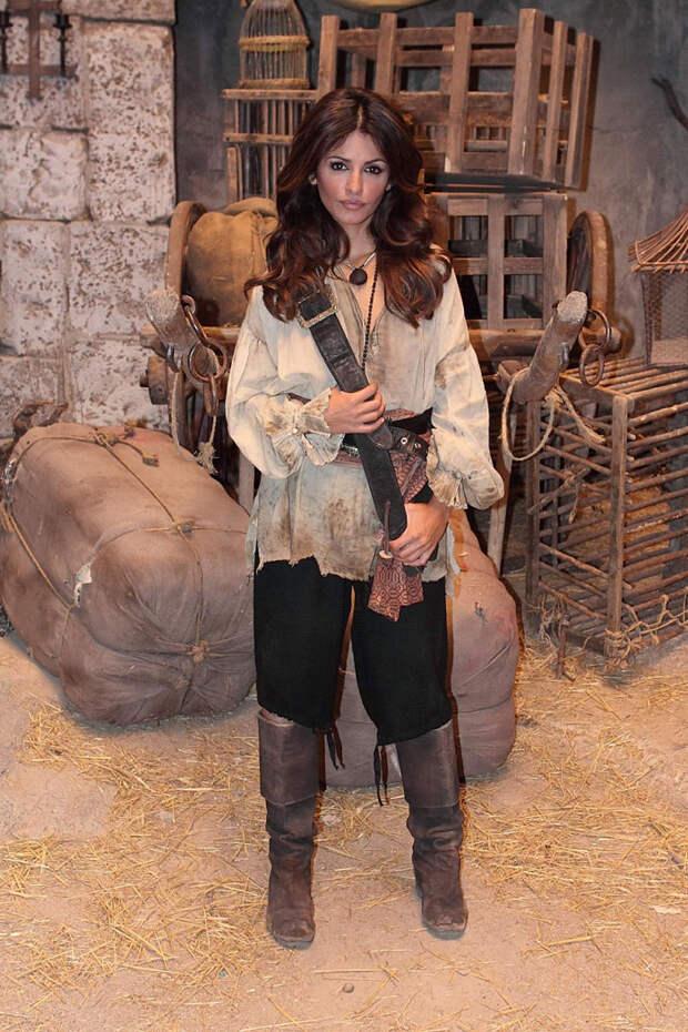Моника Крус (Monica Cruz) на съемках фильма «Пираты Карибского моря: На странных берегах» (Pirates of the Caribbean: On Stranger Tides) (2011), фото 6