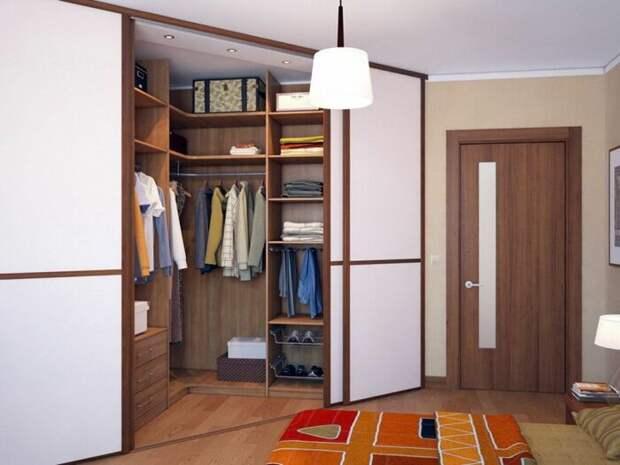 Нестандартное решение, которое не только не ограничивает комнату, но и делает ее интереснее. /Фото: i.pinimg.com