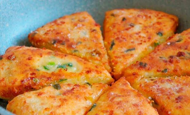 Минутная выпечка на кефире: режем лепешку с сыром кусками и заменяем хлеб