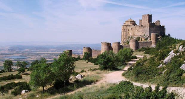 15 мест заброшенных замков мира, которые хочется посетить
