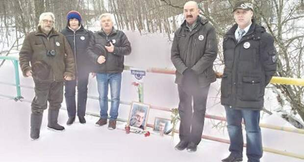 """Откуда ж вы лезете? Гражданские активисты открыли в Петрозаводске свой """"Немцов мост"""""""