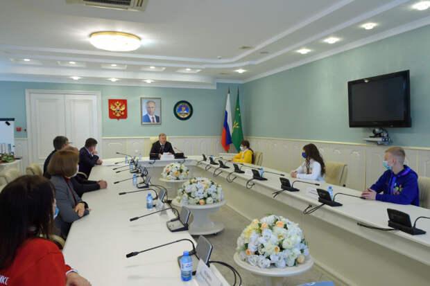 Глава Адыгеи поздравил победителей Всероссийского конкурса для школьников «Большая перемена»