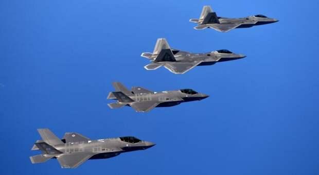 Истребители F-22 (вверху) и F-35 (внизу). army.mil - Американским ВВС не интересны «новые-старые» истребители | Warspot.ru