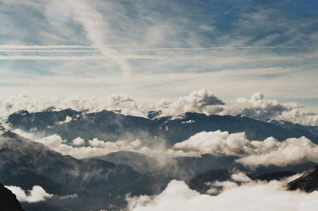 Затерянная в тумане: красочные тревел-фотографии