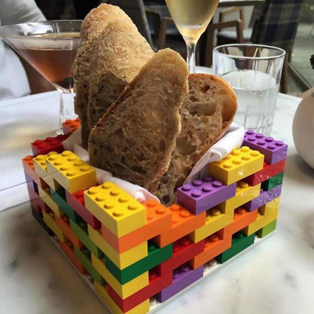 Хлебная тарелка из Лего.