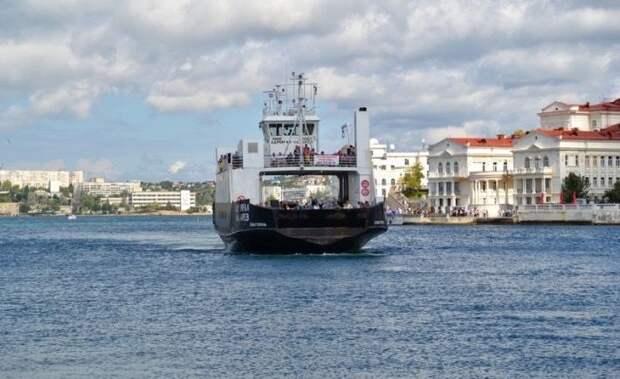 В связи с неблагоприятными погодными условиями паром и катер на Радиогорку временно не осуществляют движение через Севастопольскую бухту
