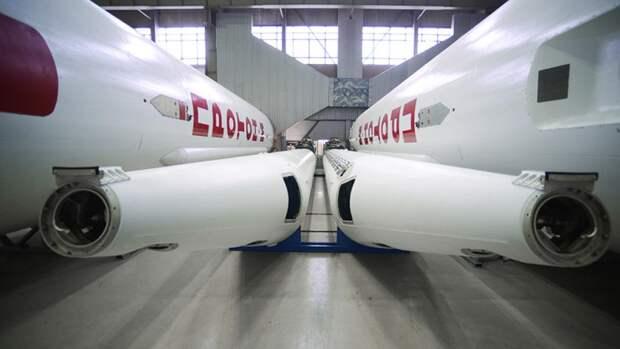 Ракеты-носители «Протон-М» в цехе Государственного космического научно-производственного центра имени М. В. Хруничева