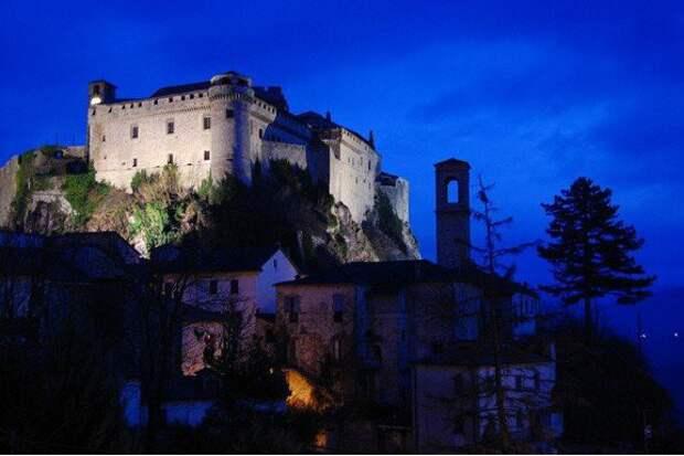 Замок Барди, Италия история, мистика