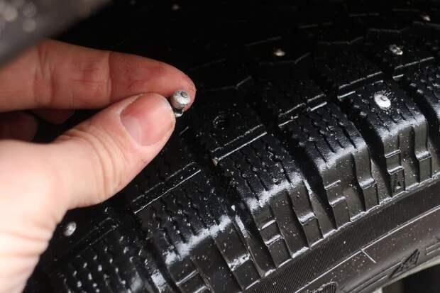 вылетают шипы на зимних шинах - основные причины и ошибки вождения