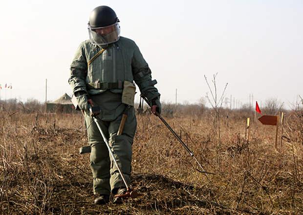 Военные инженеры армейского корпуса в ходе контрольной проверки переправили бронетехнику по воде и обезвредили минные поля