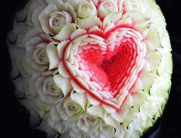 Карвинг - Сердце и розочки из арбуза