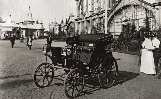 Автомобиль Яковлева и Фрезе мог набирать более 20 км/ч. Запас хода — около 10 км. Машина оснащалась складным верхом, фонарями со свечами и клаксоном Царь, авто, автоистория, гон, революция, ретро авто, старинные автомобили, царская россия