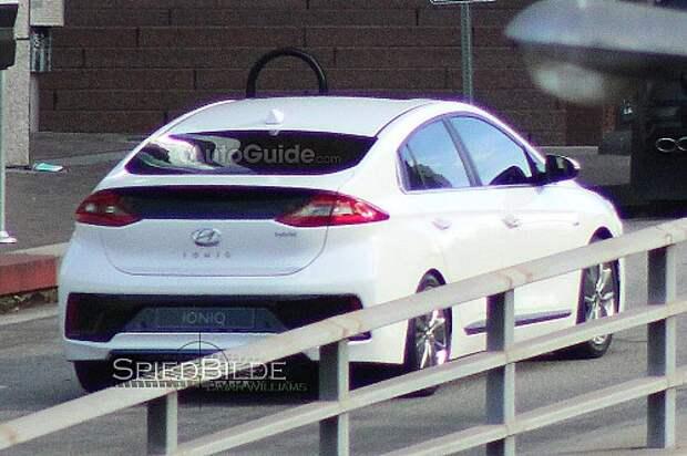 2017-Hyundai-Ioniq-2