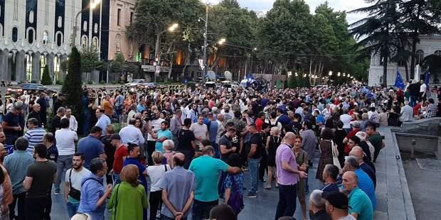 Спецназ в Тбилиси начал разгонять протестующих