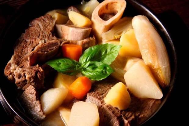 Гуляш Pot-au-feu (Франция) блюдо, еда, туризм
