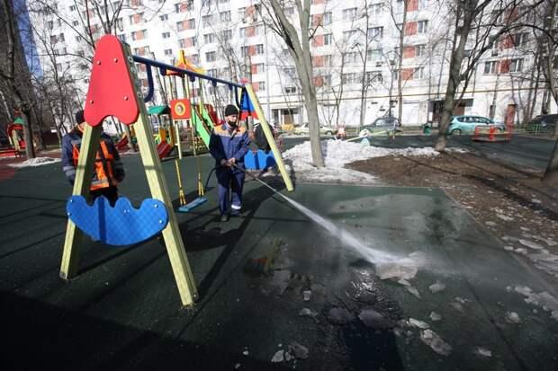 Дворы и улицы ЮВАО приводят в порядок после зимних холодов