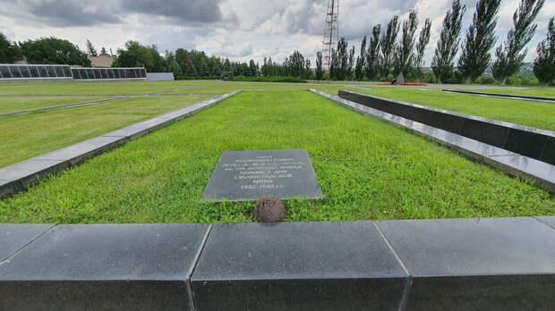 Братские могилы на Мамаевом кургане
