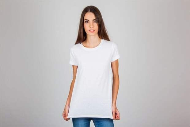 девушка в длинной белой футболке