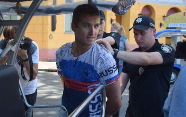 В Одессе задержали американского туриста в футболке с триколором… и услышали о себе правду