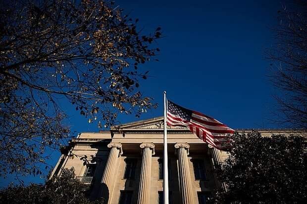 Экономист прокомментировал слова главы ФРС США об отказе России и КНР от доллара