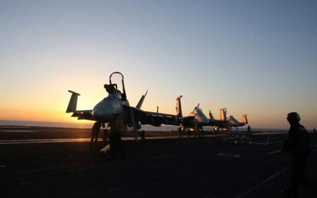 Истребители на борту авианосца «Гарри Трумэн»