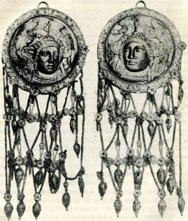 Золотые височные подвески с изображением головы богини Афины из кургана Куль-оба. Конец V в. до н. э. (Эрмитаж).