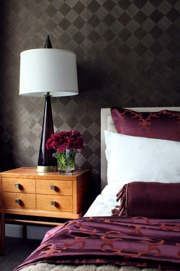 13 простых и стильных вариантов оформления спален обоями
