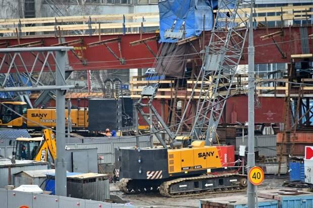 Строители приступили к монтажу пролетного строения на развязке МКАД с Волоколамкой