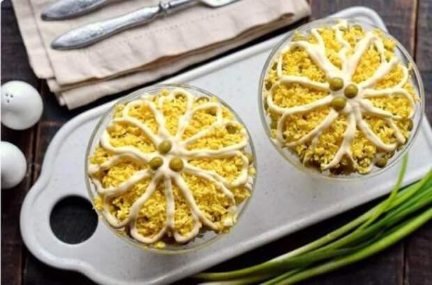 В советcкое время этот салат был популярный, но сейчас его мало кто готовит. Новогодний салат «Северный»