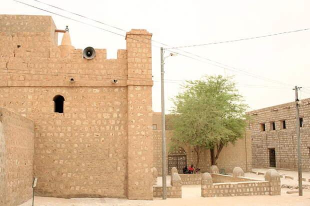 Мечеть Сиди Яхья и медресе.