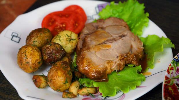 Фото к рецепту: Мясо запечённое в апельсиново-соевом соусе