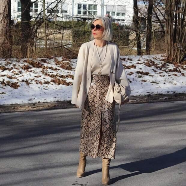 Какие юбки носят зарубежные зрелые женщины: 4 классных варианта от блогеров за 50, которые стоит взять на заметку