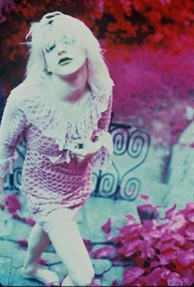ЛСД в 6 лет, стриптиз и богословие: как проходила юность Кортни Лав, скандальной музы Курта Кобейна