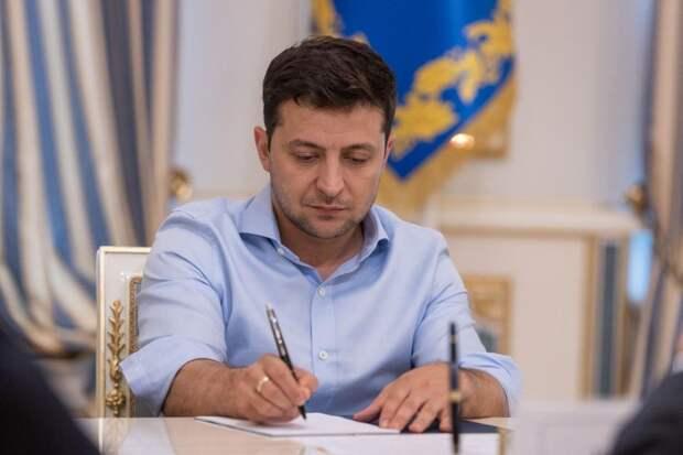 Зеленский подписал закон о защите валютных заемщиков