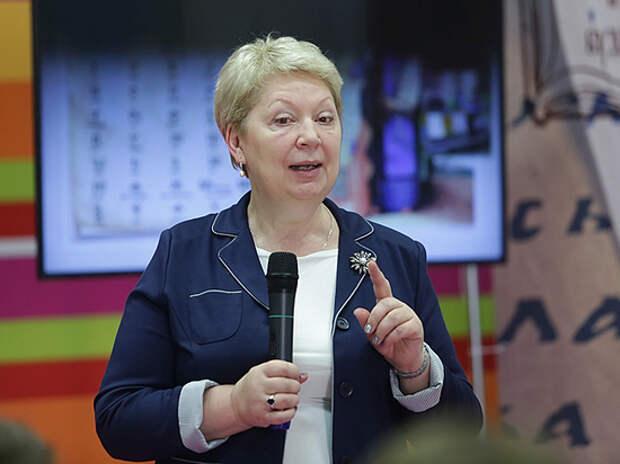 Министра просвещения Васильеву разгромили в Госдуме